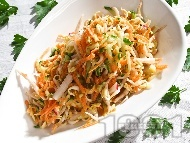 Салата от настъргани моркови, краставици, репички и кълнове